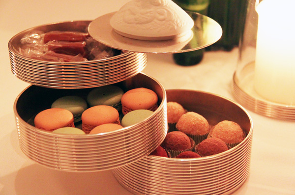 Tin filled with mignardises, Per Se