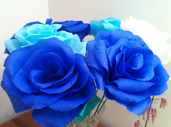White, dark and light blue giant crepe paper rose bouquet