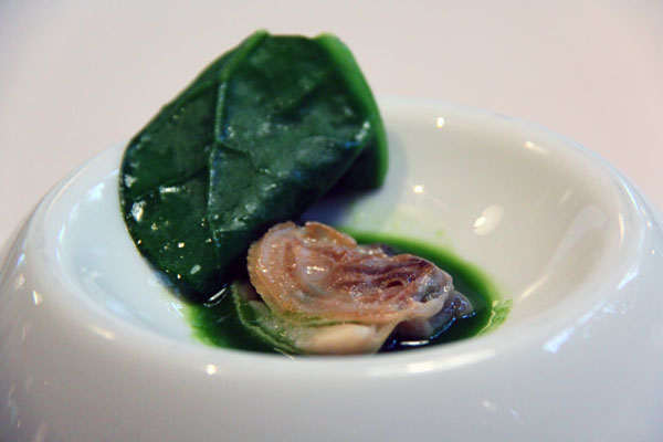 Clams and liquefied malabar spinach, Mugaritz